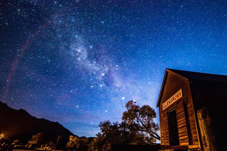 дом и звезды
